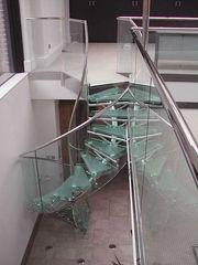 Лестницы из нержавеющей стали и стекла