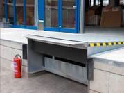 Перегрузочное оборудование для работы склада.