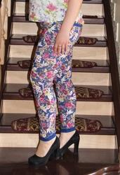 Женские штаны цветочных расцветок