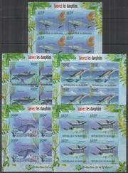 Красивые марки фауна Дельфины
